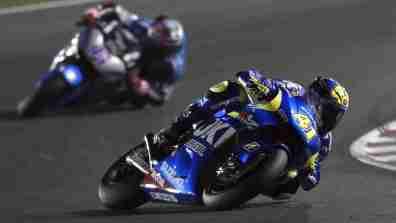 Aleix Espargaro knee down Ecstar Suzuki MotoGP Qatar 2015