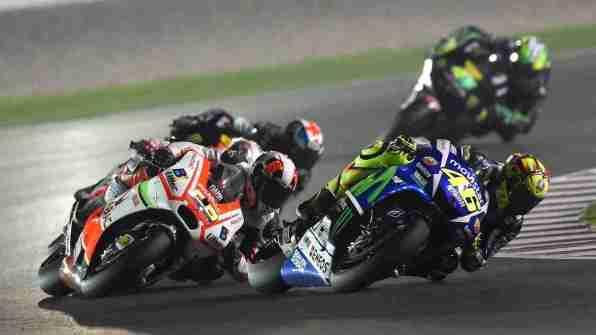 Valentino Rossi battle Movistar Yamaha MotoGP Qatar 2015