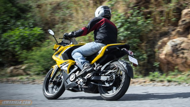 Pulsar RS 200 review handling and braking