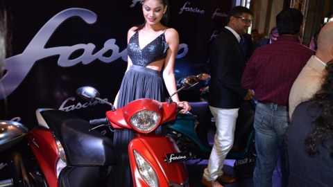 Yamaha Fascino red with model