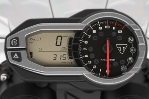 Triumph Tiger 800 XCA meters