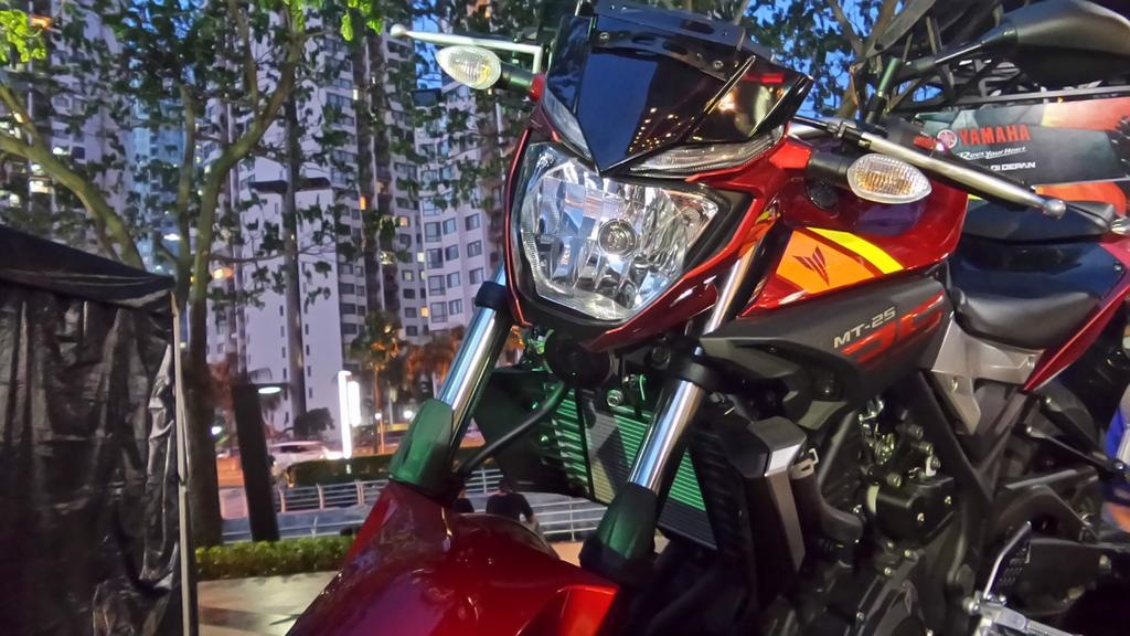 Yamaha MT 25 headlight