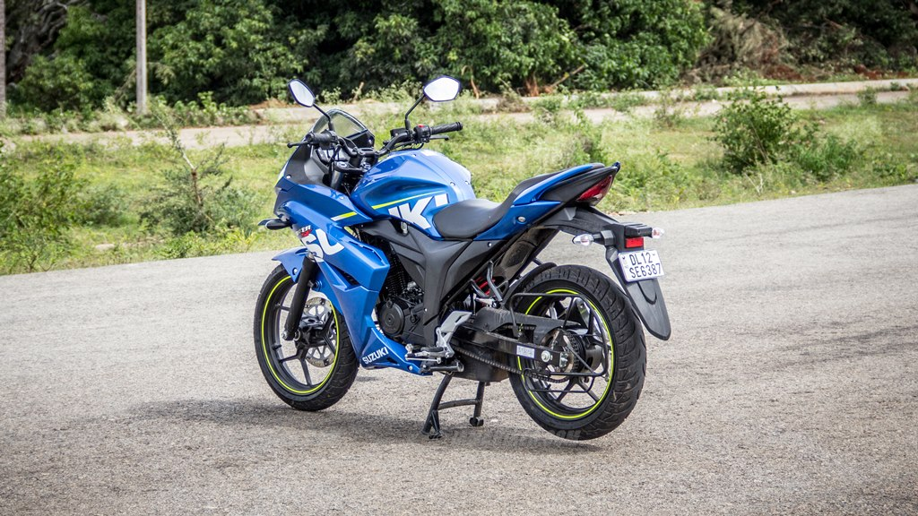Suzuki Gixxer SF images - left rear three quarter