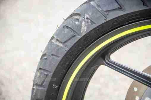 Suzuki Gixxer SF images - front tyre size