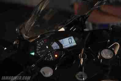 Yamaha YZF-R3 digital meter