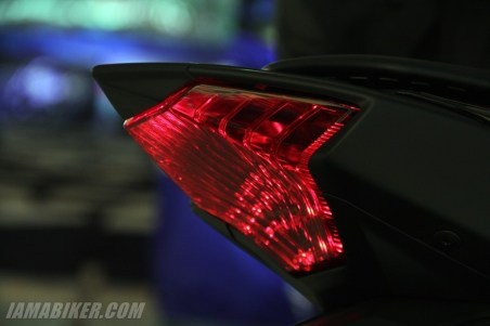 Yamaha YZF-R3 tail brake light
