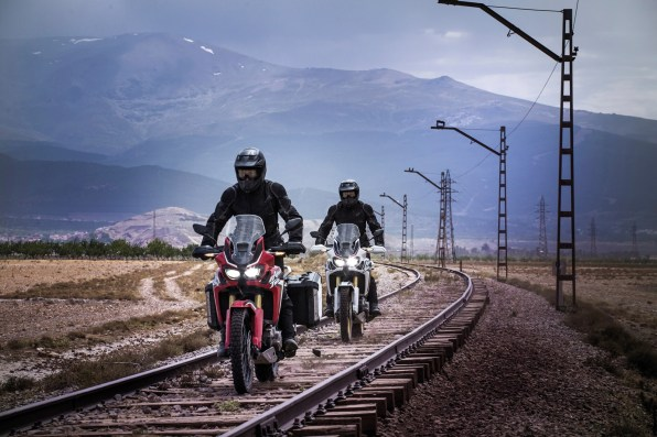 2016 Honda CRF1000L Africa Twin track riding