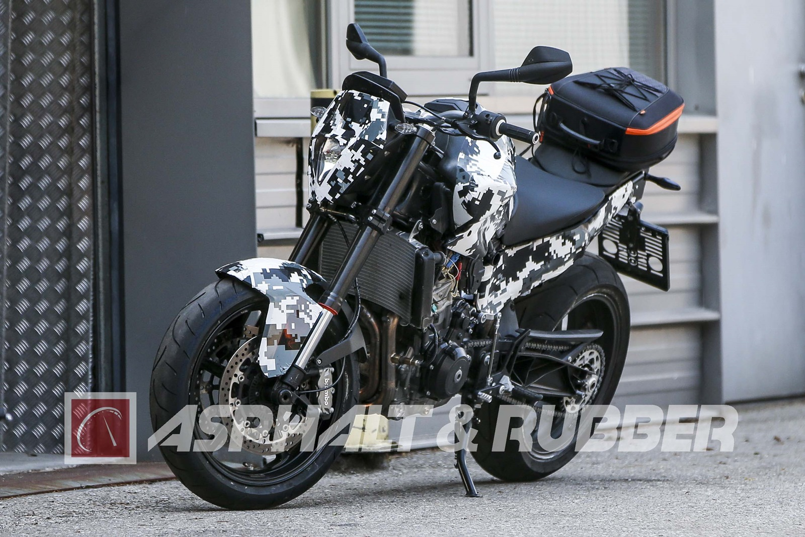 New KTM Duke 800 front view