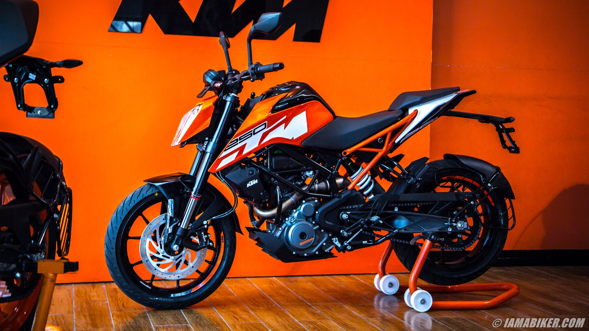 2018 ktm duke 250 abs. unique 2018 before we bring you the full ride report leave with  specifications and a detailed ktm duke 250 image gallery in 2018 ktm duke abs iamabiker