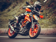 2017 KTM Duke 390 review - handling and braking