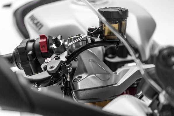 Ducati SuperSport reservoir
