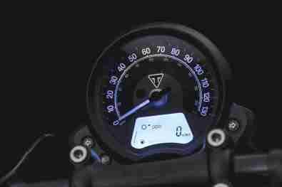 2018 Triumph Bonneville Bobber Black instrument console meters