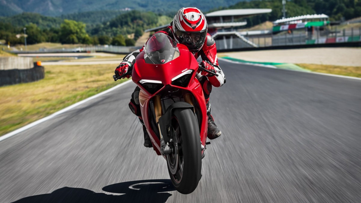 Ducati Panigale V4 As Close To Motogp It Gets Iamabiker Kawasaki Ninja 300 Tarmac Full Exhaust System Carbon Fiber The Already High Power Of Standard Desmosedici Stradale Configuration Can Be Boosted 226 Hp By Mounting All Titanium Racing
