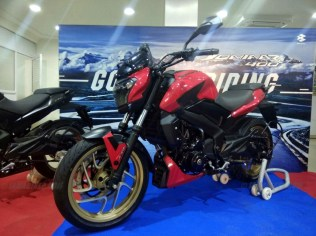 Dominar 400 colour options red