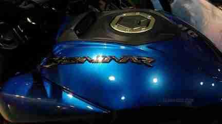 Dominar 400 colour options blue tank