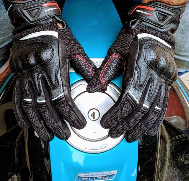 ViaTerra Holeshot gloves-top view