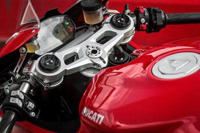 Ducati Panigale V2 TFT screen and handle bars