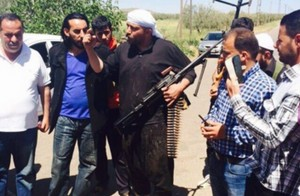 شيخ من ابناء السويداء خلال لقائه بابناء من مدينة درعا للتاكيد على وحدة النسيج السوري