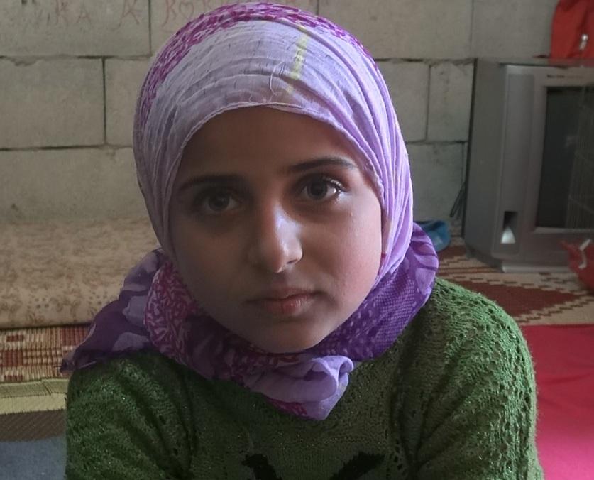 غيثاء طماس ... طفلة سورية تروي حكايتها مع المجزرة بمنطقة القصير التابعة لمدينة حمص