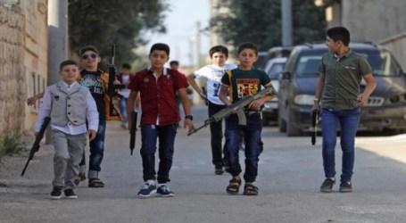 تعليم الأطفال على السلاح.. والتفاخر يذهب بالمجتمع نحو الكارثة