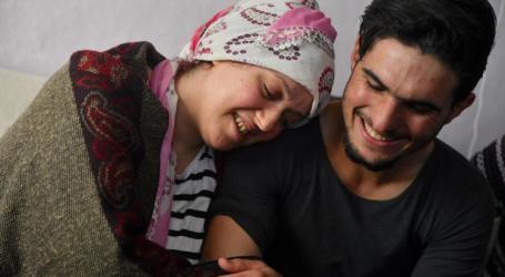 السوري محمود يلتقي بالسيدة التي أنقذها بعد زلزال ألازيغ