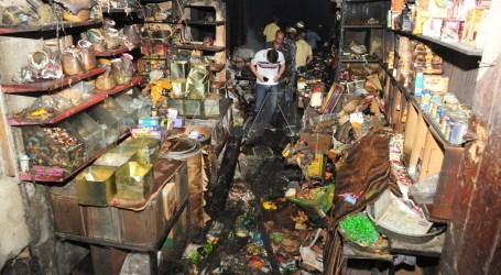 البزورية وسط دمشق تشهد حريقا ضخما والأضرار مادية