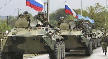 """القوات الروسية تضغط على """"قسد"""" وتنسحب من قواعد في الحسكة والرقة.. ما القصة؟"""