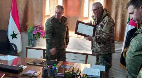روسيا تمنح وسام الإخلاص لها إلى قادة في ميليشيات السلطة السورية