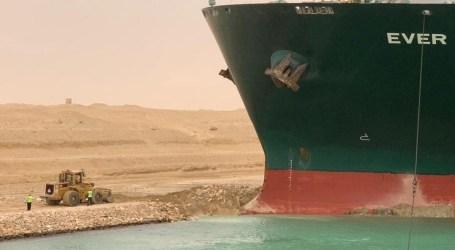 السفينة العالقة في قناة السويس تتحرك.. ماذا عن استئناف حركة الملاحة؟