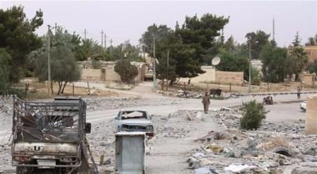 عنصر من السلطة السورية يعتدي على مدنيين في دير الزور