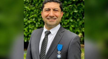 فرنسا تقلّد طبيب سوري وسام الاستحقاق