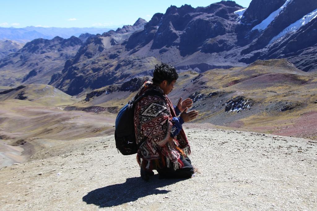 quechua man praing