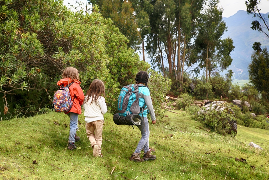 kids-trekking