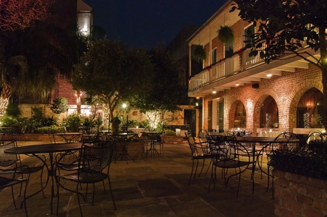 Broussards-Restaurant-New-Orleans-courtyard-LA
