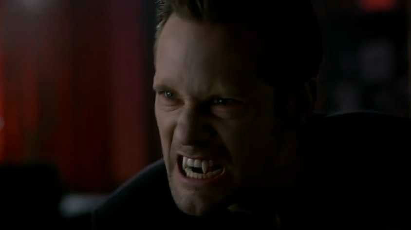 true-blood-ep63-001-eric-northman-fangs