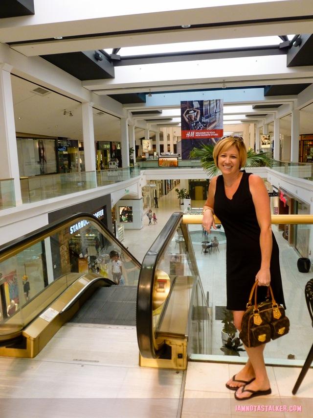 "The ""Clueless"" Mall - IAMNOTASTALKER"