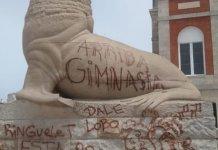 Lobo marino vandalizado por hinchas de Gimnasia