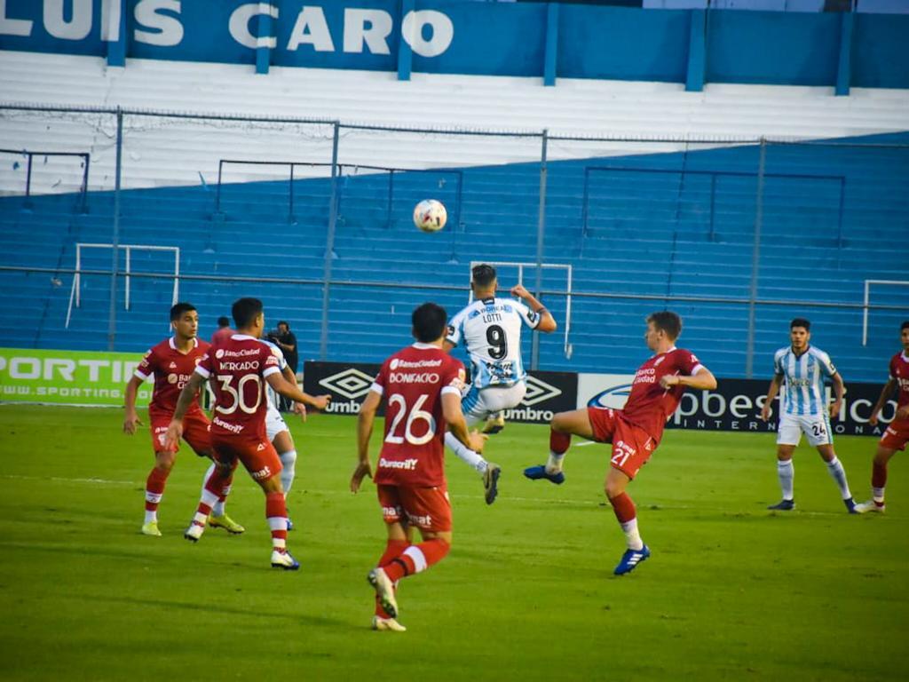 Atlético Tucumán empató con Huracán