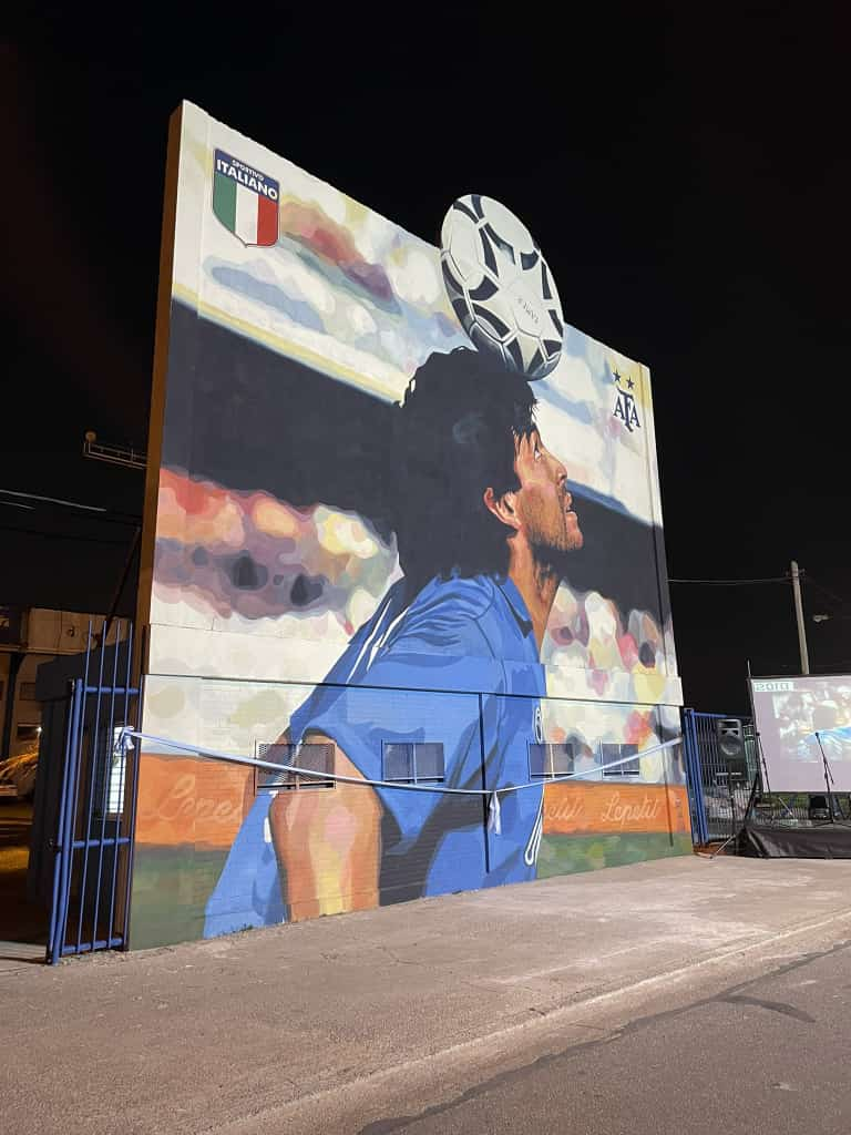 Sportivo Italiano inauguró un impresionante mural de Maradona