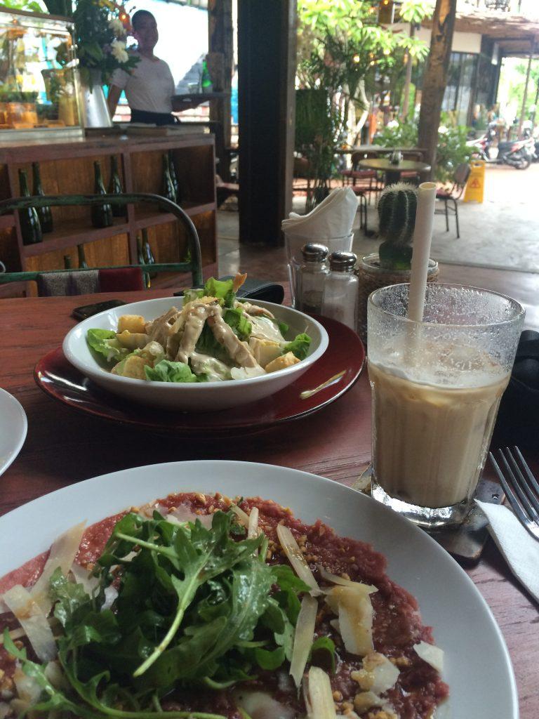 Ceaser salade en carpaccio in Canggu, Bali