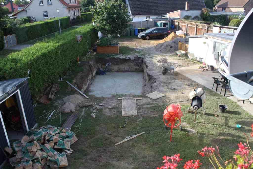 Bodenplatte für Pool
