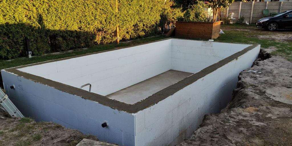 Styropor Pool selber bauen - Steine setzen