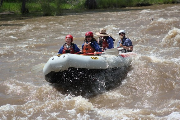 This image has an empty alt attribute; its file name is Rafting-6.jpg