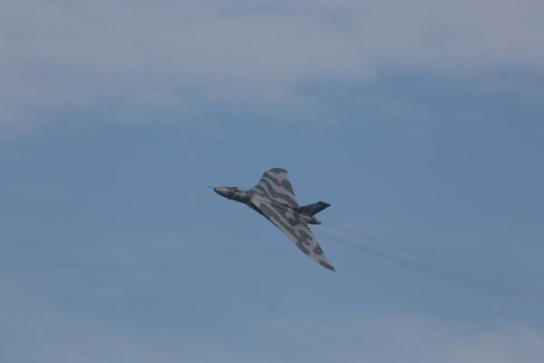 Vulcan-over-Farnborough-4