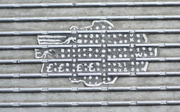 Streetart-Millenium-bridge-02Apr16-16