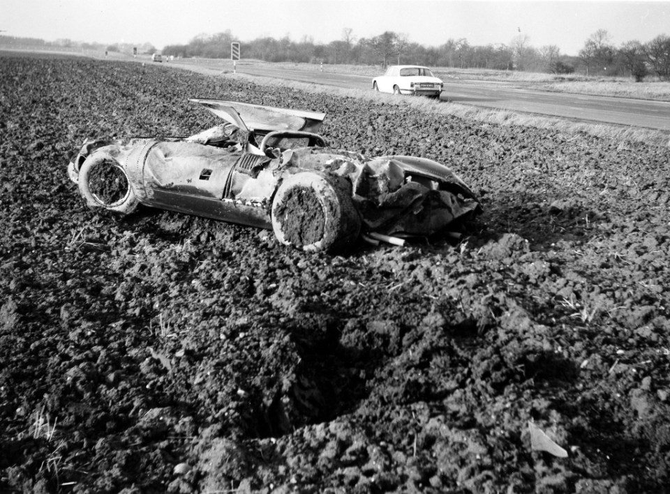 325, The original Jaguar XJ13 after the crash