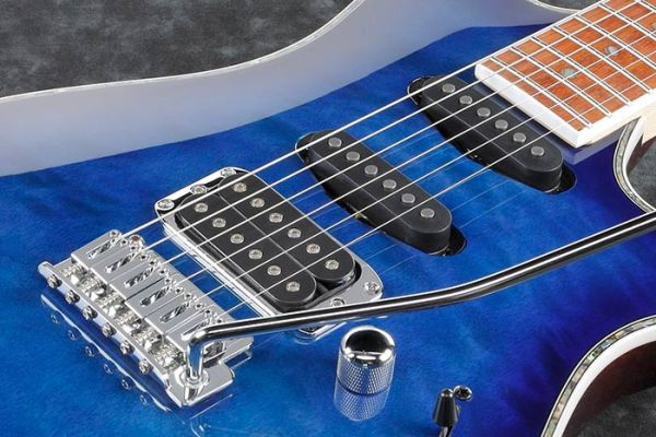 Resolution single-coil pickups & Quantum humbucker pickup