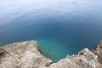 30m真下の海が見えます。柵がないのでご注意を