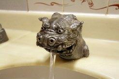 【おまけ】お手洗いの蛇口もなんとシーサー!