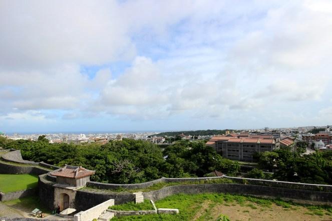 西のアザナ。城郭の西側の物見台。標高130mから那覇市内を一望。